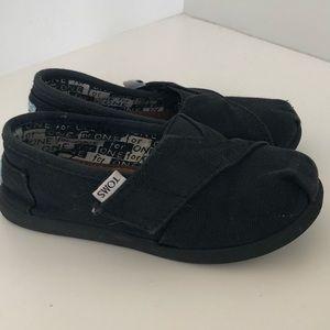 Toms black toddler shoe